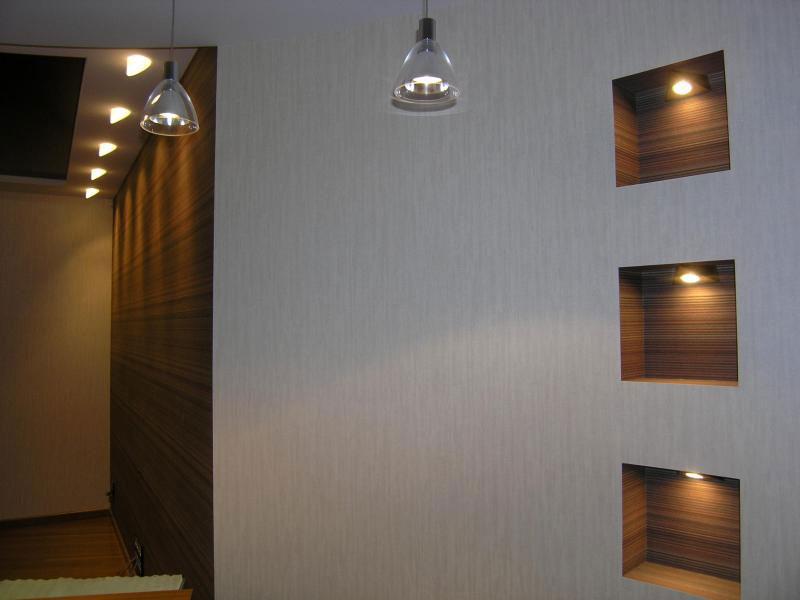 Лампы, помещённые в нишах