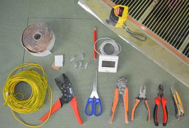 Какие инструменты могут понадобиться при собственноручной укладке?